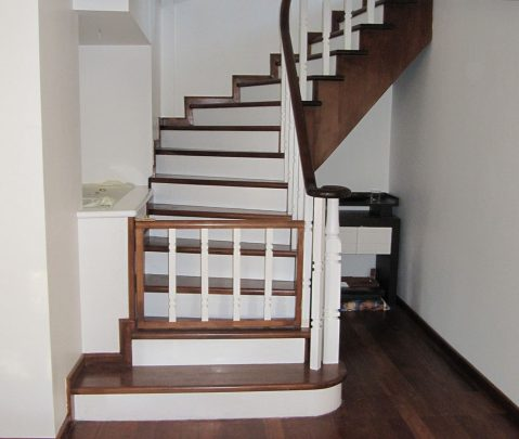 Ahşap Taşıyıcı Merdivenler